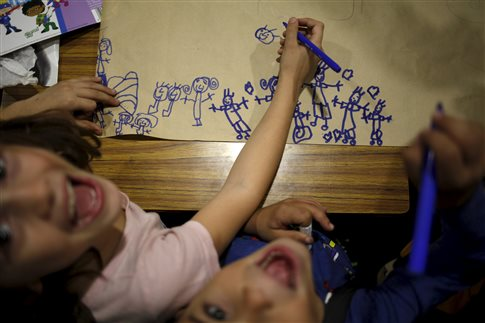 children-drawing-laughing-happy