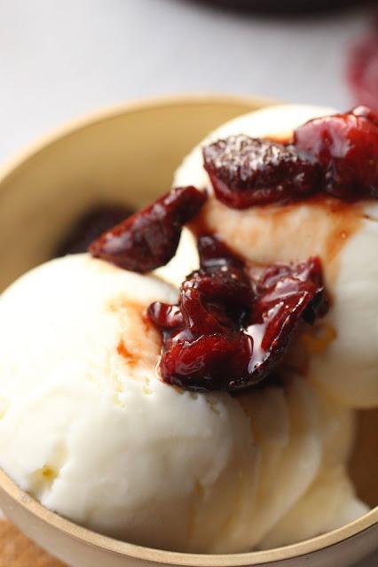 fraises au four et glace yaourt