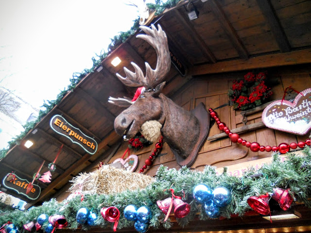 Singing Moose at the Bonn Christmas Market