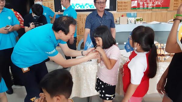 海龍離岸風電挺鳳梨農 採購土鳳梨酥分享家扶受助家庭