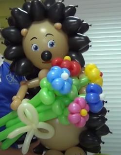 Igel als Tierfigur aus Luftballons zur Ballondekoration.