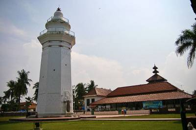 Makna dari tumpak tiang masjid Banten yang berbentuk labu