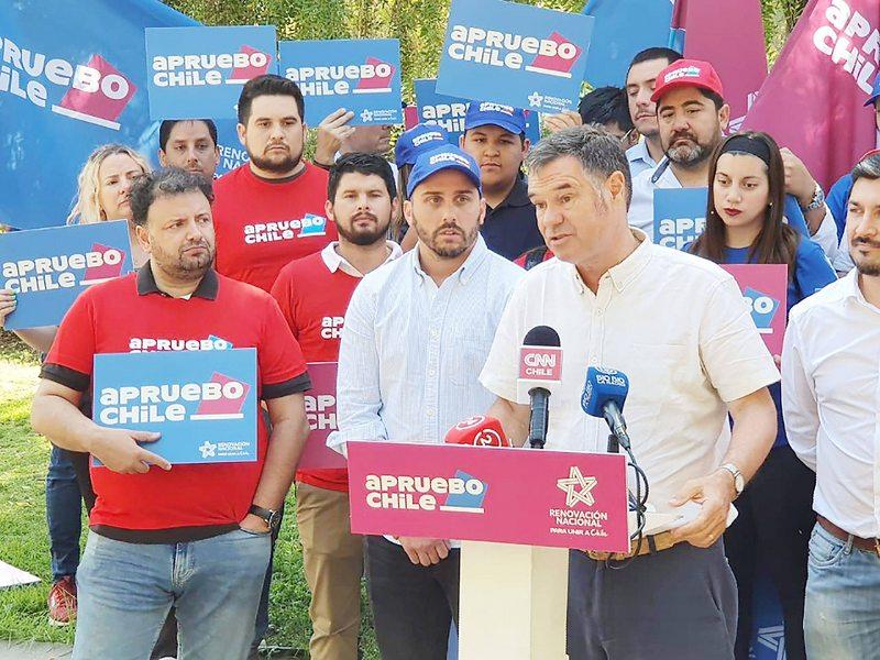 Longton y Ossandón lanzaron campaña por el apruebo en RN