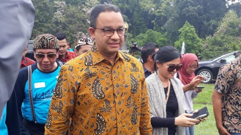 Anies Baswedan saat berada di Kebun Raya Bogor