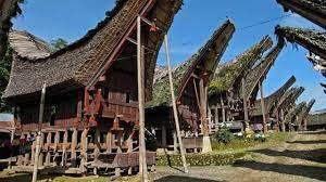 rumah adat toraja (tongkonan)