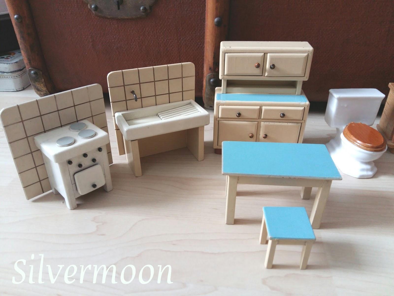 silvermoon puppenhausm bel vorher nachher. Black Bedroom Furniture Sets. Home Design Ideas