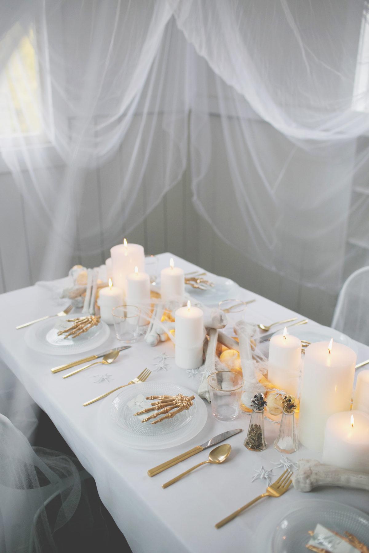 Cómo decorar una mesa de Halloween en blanco2