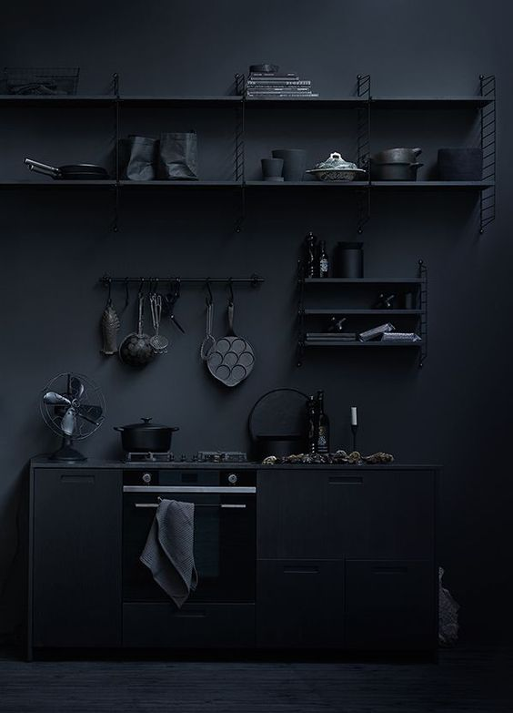 ilaria fatone - total-black decoration - décoration en noir absolu