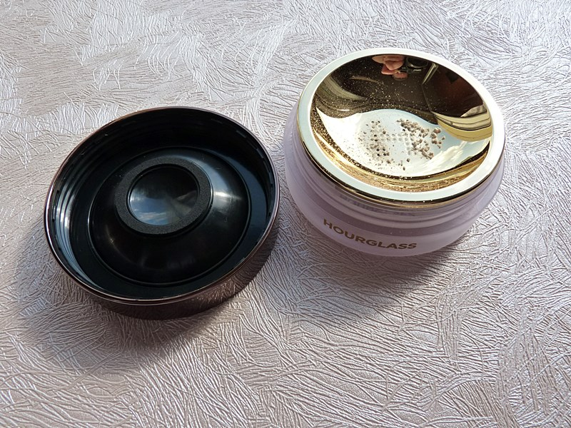 Hourglass Veil Translucent Setting Powder puder utrwalający makijaż