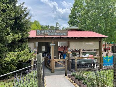Dollywood Splash Country Riverside Retreat