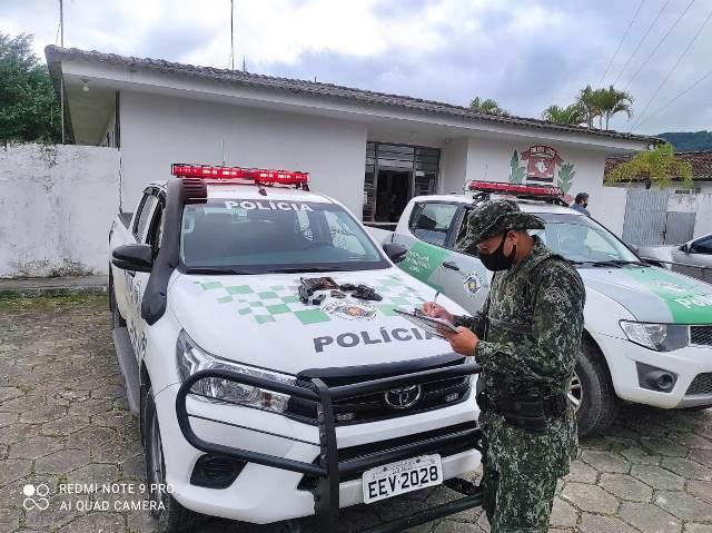 Policia Militar Ambiental apreendeu uma arma de fogo em Juquiá