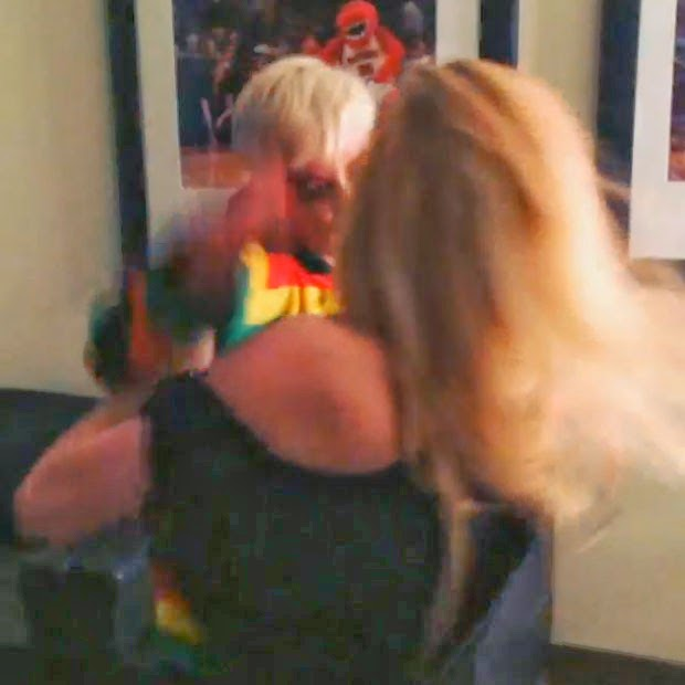 Miley Cyrus and Avril Lavigne simulate fight video