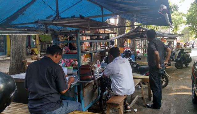 PKL di kawasan Jl. Brigjen Katamso