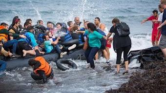 """Hy Lạp: Phép lạ """"5 cái bánh và 2 con cá"""" đã lặp lại"""