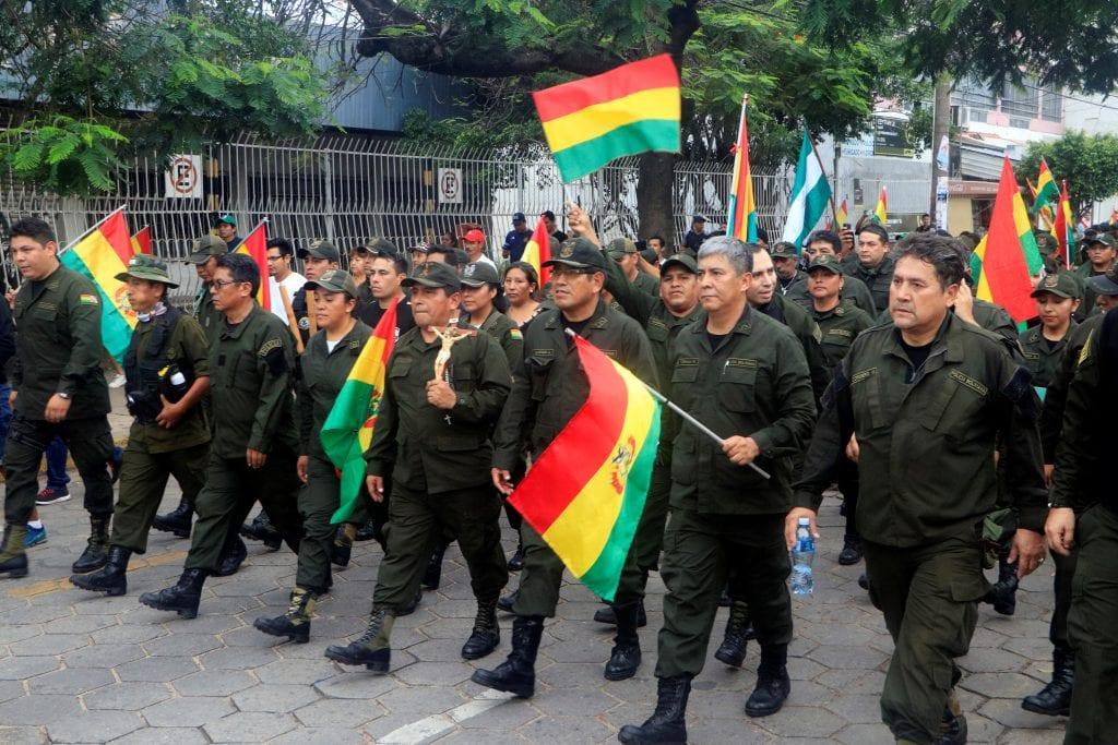 La policía de Bolivia marchó junto a los manifestantes, en contra de Evo Morales / EFE