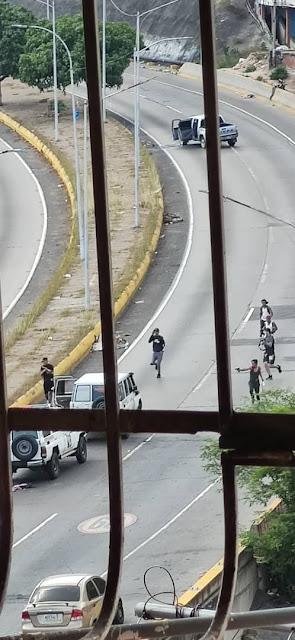 policías que circulan por la Cota 905 y El Cementerio