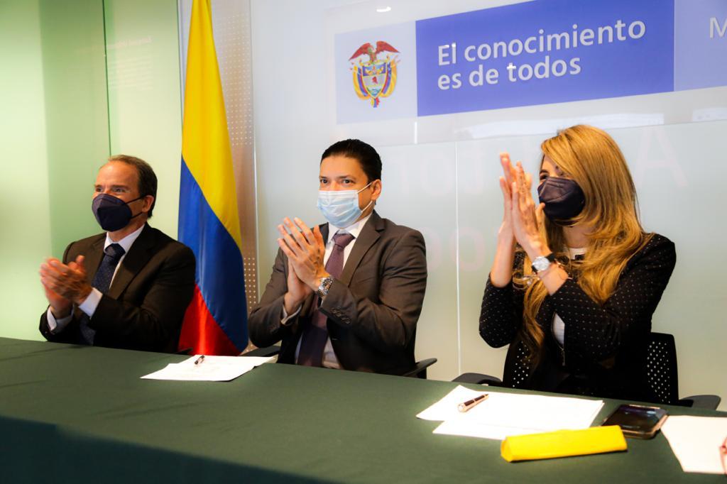 https://www.notasrosas.com/Cerca de tres mil 260 estudiantes beneficiarios del Programa Crédito Beca, recibirán un alivio económico