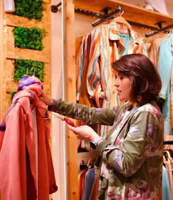 Priscilla Ramírez en tienda moolberry