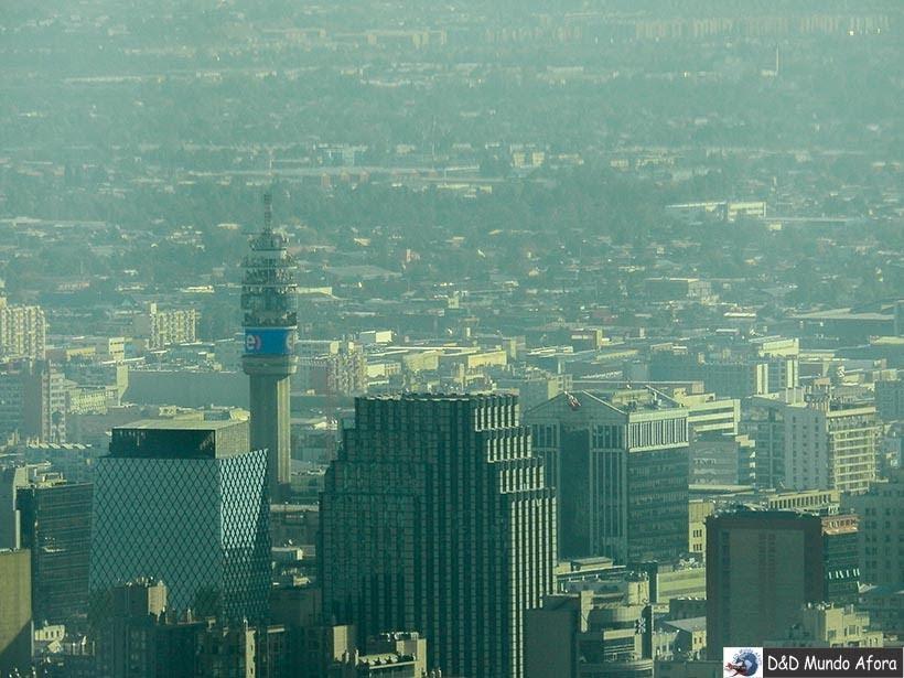 Torre Entel em Santiago vista do Sky Costanera