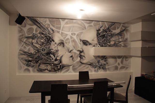 Malowidło ścienne świecące w ultrafiolecie, mural UV namalowany na ścianie, biomechanika