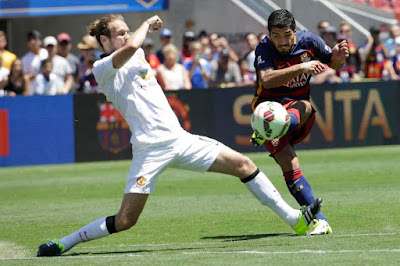 FC Barcelona's Luis Suarez, right, attempts a shot against Manchester United's Daley Blind at the ICC.