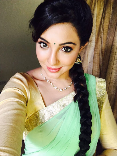 Actress pavathy nair latest HD photos 2016