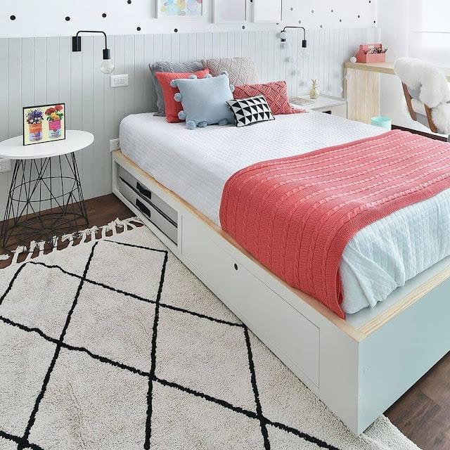 Kamar Tidur Sederhana tapi Mewah dengan Furniture Multifungsi