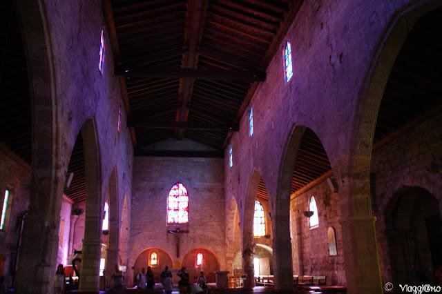 Gli interni di Notre Dame de Sablons di Aigues Mortes