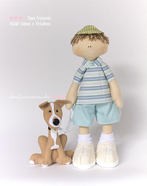 Boneco Artesanal de Tecido com Cachorro de Feltro