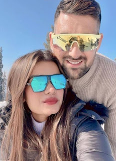 Rahul-Chaudhari-with-his-wife-on-vacation-pic