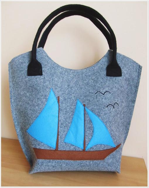 Filcowa torba w marynistycznym stylu