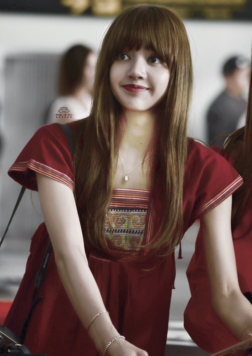 blackpink lisa spotted wearing lv necklace for children