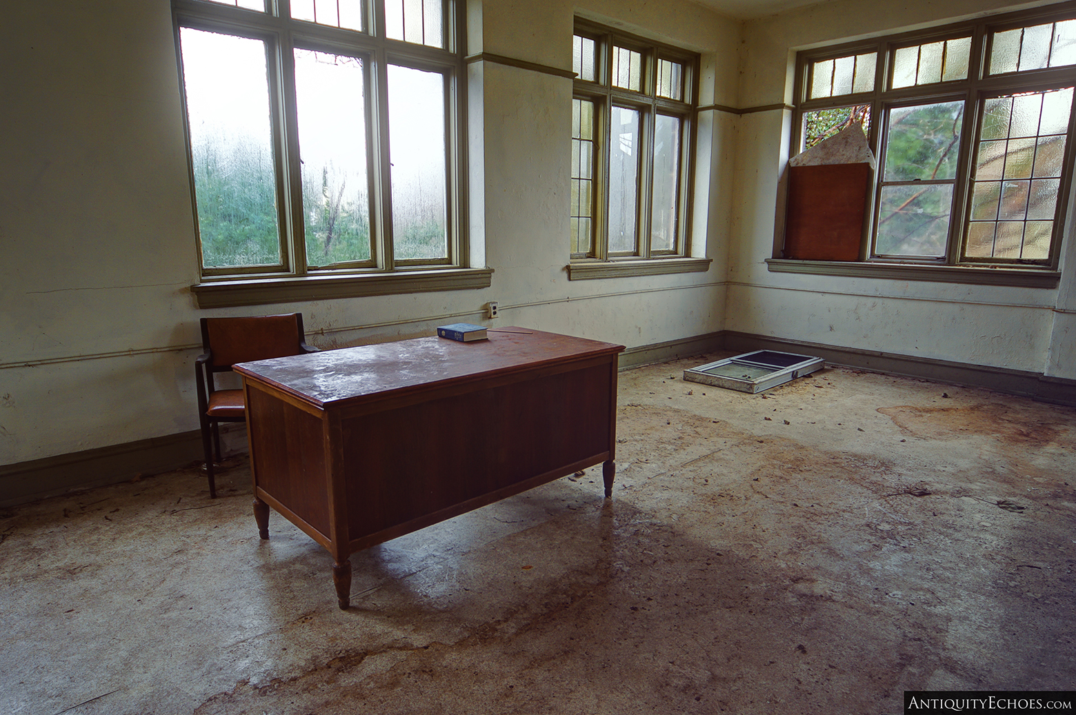 Third Presbyterian - A Lonely Office Desk