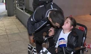 Συγκίνηση: Ο Βιεϊρίνια έδωσε χαρά σε ένα μικρό κορίτσι με κινητικά προβλήματα - ΒΙΝΤΕΟ