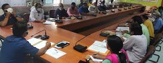 डीएम ने महामारी के संबंध में की समीक्षा बैठक  | #NayaSaberaNetwork