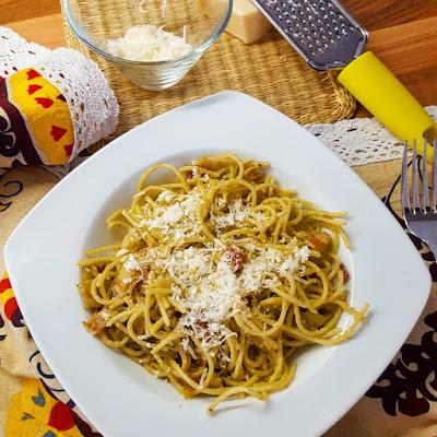Spaghetti a la carbonara de aguacate