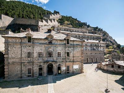 Se vuoi passare qualche giorno di vacanza in Piemonte,ti consiglio di visitare il Forte di Fenestrelle