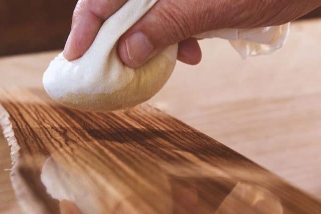 Một lớp dầu là cách bảo vệ đồ gỗ trong những mùa mưa