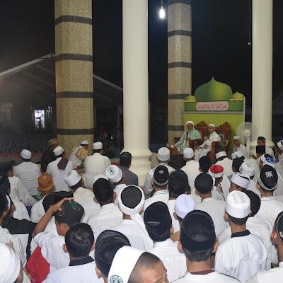 Syaikh Abdurrahim Al-Wushaby Isi Tausiah di Hadapan Ribuan Santri