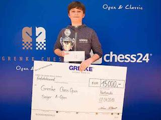 Le vainqueur de l'Open d'échecs de GRENKE avec 8 points sur 9, Vincent Keymer - Photo © Grenke Chess Open
