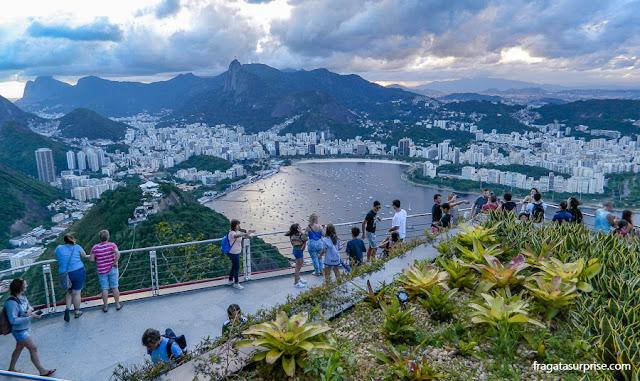 A Enseada de Botafogo e o bairro vistos do Morro da Urca