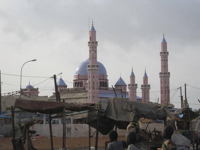 Mezquita de nueva construcción en M´bour (Senegal 2013)