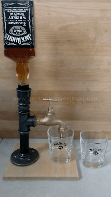 Dispenser Botol Minuman Dari Pipa Industri
