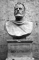"""A perseguição de Diocleciano ou """"Grande Perseguição"""" foi a última e talvez a mais sangrenta perseguição aos cristãos no Império Romano."""