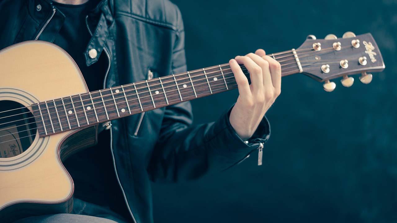 Mainkan Chord Lagu Mudah Untuk Belajar Gitar