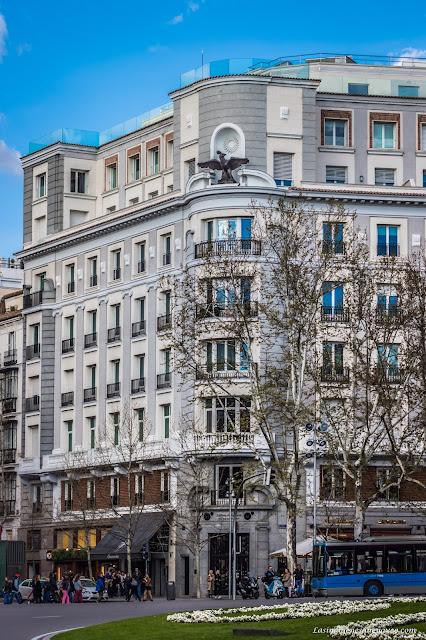 Fotos tomadas con Zoom de la Puerta de Alcalá en la Plaza de la Independencia