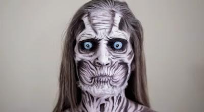 Body paint en el rostro de una mujer