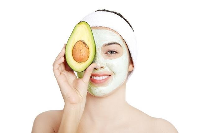 Kesehatan dan keelokan wajah merupakan asset yang penting terlebih untuk kaum wanita Perawatan Wajah Sehari-hari dengan Masker Alami biar Kencang