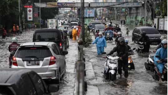 AGEN BOLA - Motor AndaTerjebak Banjir ? Begini Solusinya