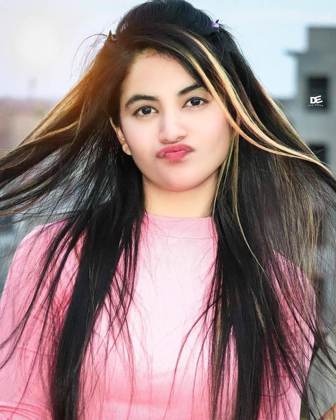 priyanka mongia in pink dress